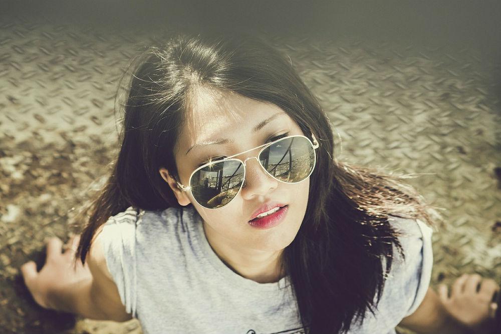 美しいアジア女性