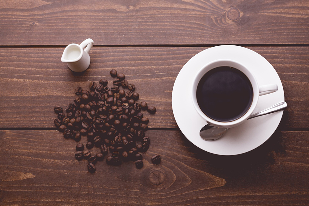 コーヒーとコーヒーマメ
