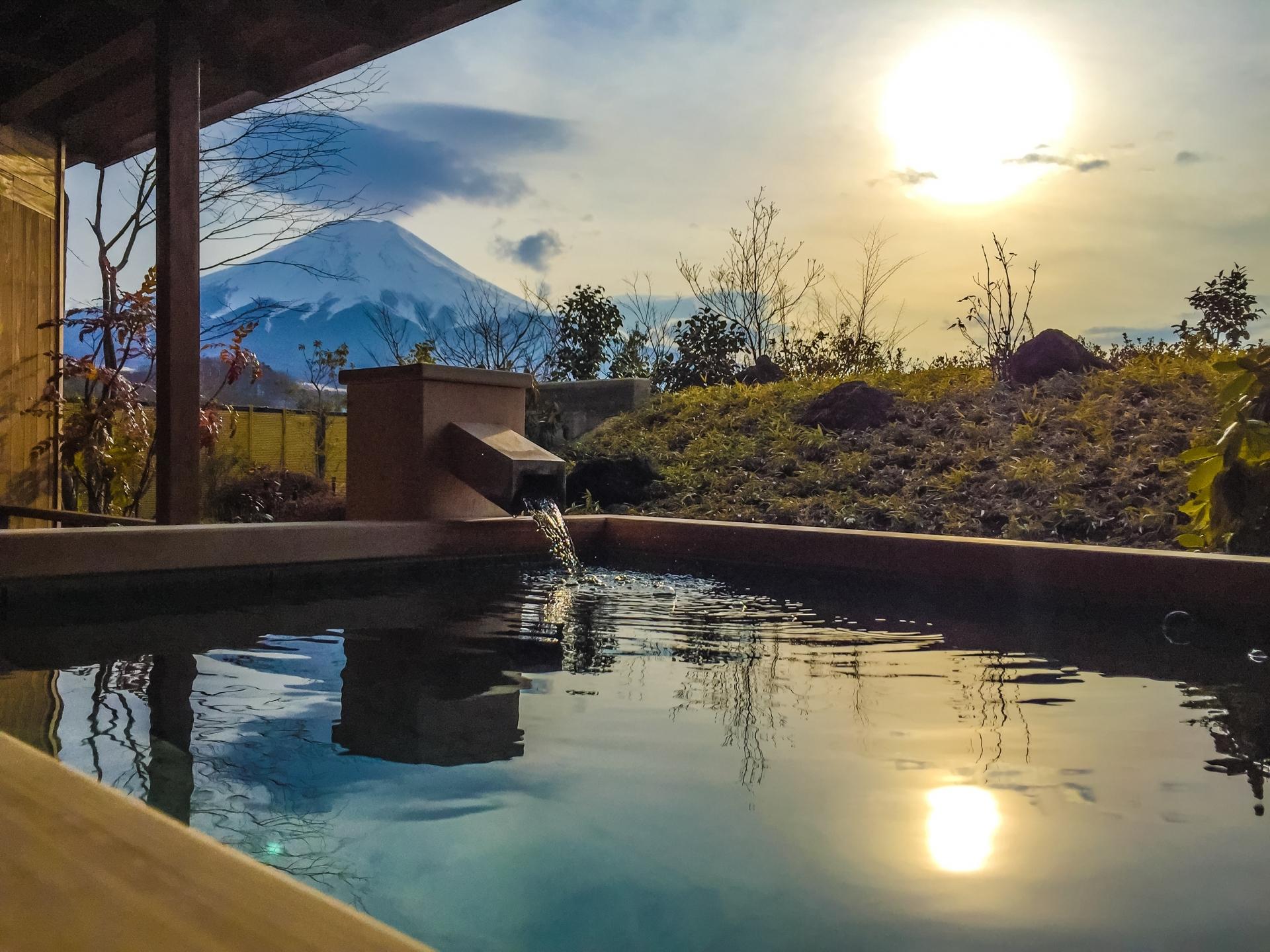 露天風呂の美しい風景