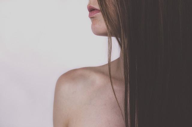 美しい黒髪の女性