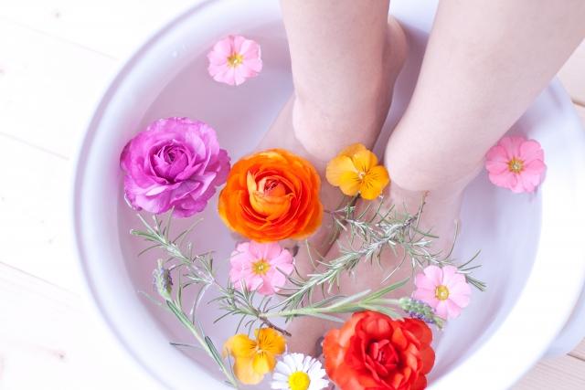 お花を浮かべた足湯